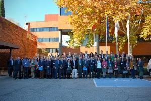 Foto de familia de los asistentes a la reunión en la sede del Consejo General de Enfermería